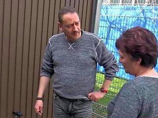 Hausfrau Ficken Pierced Mature Seduces Moustache Guy